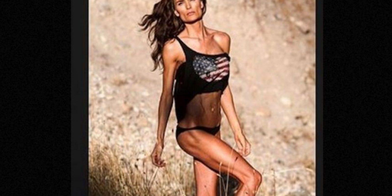 Además de dar clases en la North Sanpete Middle School, se dedica al modelaje y comparte sus sesiones de ejercicio en el gimnasio. Foto:Vía Instagram.com/minscakes