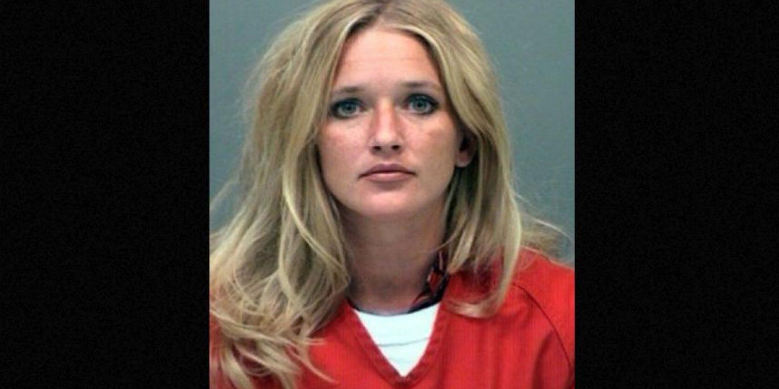 Carrie McCandless fue acusada de tener contacto sexual con una estudiante de 17 años de edad durante un campamento escolar. Foto:Vía Jefferson County Jail