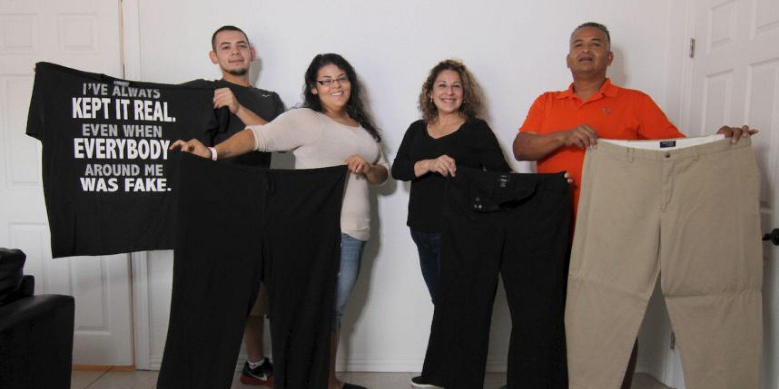 Su madre, Georgia, ha perdido 27 kilogramos (60 libras). Su padre ha perdido 9 (20 libras). Foto:vía Barcroft Media