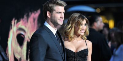 """""""La luz brillará no importa hacia dónde mueva su mano Miley"""", declaró el diseñador Neil Lane, quien creó el anillo de compromiso como un pedido especial del actor australiano Foto:Getty Images"""