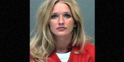Carrie McCandless, fue acusada de tener contacto sexual con una estudiante de 17 años de edad durante un campamento escolar Foto:Jefferson County Jail