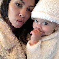 Kourtney Kardashian compartió una tierna fotografía junto a Reign. Foto:Instagram/kourtneykardash