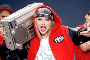 El 24 de agosto, Taylor Swift presentó por primera vez el tema durante los MTV Video Music Awards 2014. Foto:YouTube/taylorswift