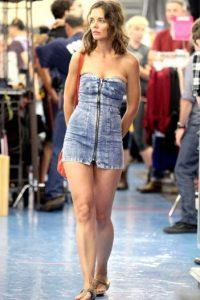 Incluso Katie Holmes puede verse deforme en un mal vestido. Foto:vía Getty Images