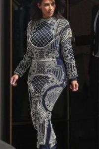 En usar vestidos extravagantes que deformen su figura de reloj de arena. Foto:vía Getty Images