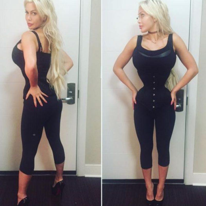 De esta manera quiere superar a Cathie Jung, quien poseía la cintura más pequeña del mundo, con 15 pulgadas (38 centímetros). Foto:vía Facebook/Pixee Fox