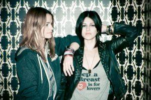 """Camila Grey y Leisha Hailey son cofundadoras de la banda independiente """"Uh Uh Her"""". Se mueven en los mismos círculos de gente como los Smashing Pumpkins o los Osbourne. Foto:vía Getty Images"""