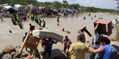 """Desde el 21 de agosto pasado, Nicolás Maduro ordenó el cierre de frontera y estado de excepción en el estado fronterizo de Táchira, en donde tres soldados venezolanos fueron atacados """"de manera paramilitar"""", de acuerdo a la explicación del sucesor de Hugo Chávez. Foto:AFP"""