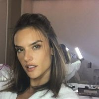 La modelo no teme mostrarse sin maquillaje Foto:vía instagram.com/alessandraambrosio