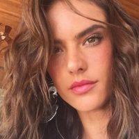 En diversas ocasiones publicó selfies donde se pueden ver las imperfecciones de su rostro. Foto: vía instagram.com/alessandraambrosio