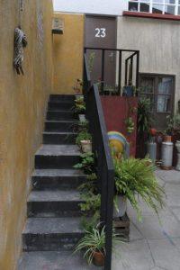 """Las escaleras a la casa de """"Paty"""". Foto:Nicolás Corte"""