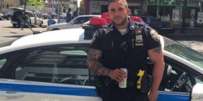 El oficial de 33 años, de origen dominicano, afirma que desde que su foto se volvió viral, muchos hombres y mujeres se le han acercado en la calle. También le han pedido más imágenes y le han publicado múltiples comentarios. Foto:Vía instagram @keepnitone00