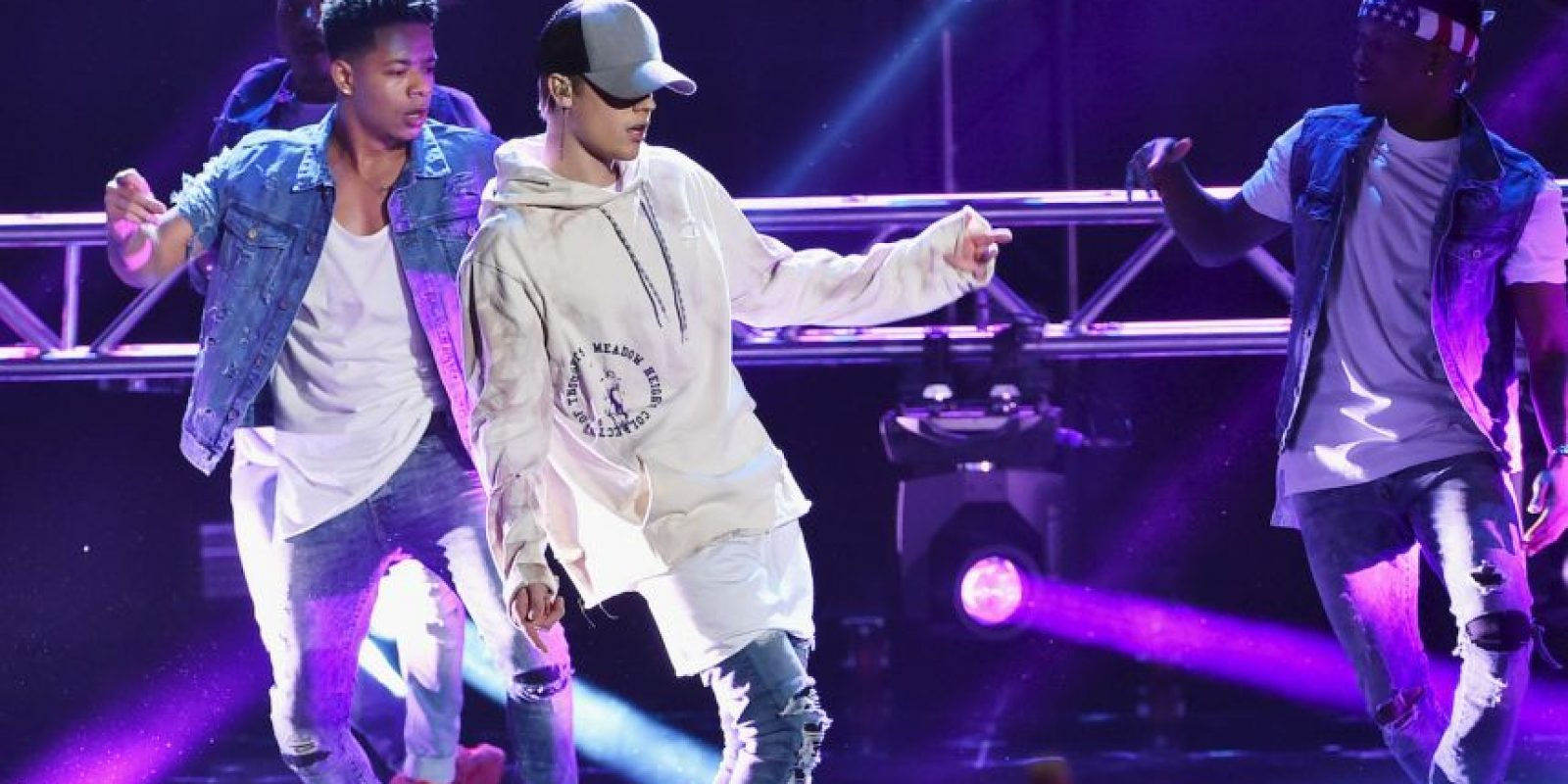 """""""Shawn revisé la música y estoy orgulloso. Feliz de ver a otro chico de Canadá teniendo éxito #loscanadienseslohacenmejor"""". Foto:Getty Images"""