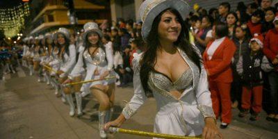 Festival de Bandas llena de color la sexta avenida