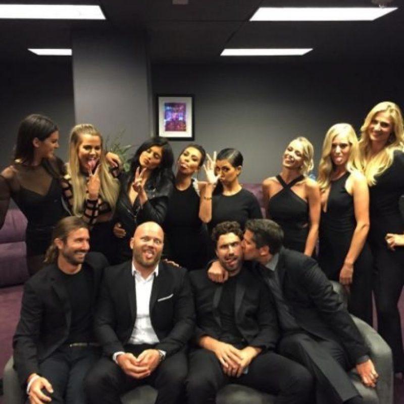 Aquí las hijas de Robert Kardashian con todos los hijos de Caitlyn Jenner. Foto:vía instagram.com/kimkardashian