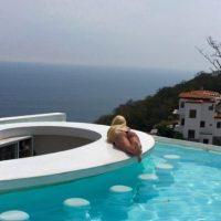 La tarifa promedio para descansar en los lujosos resorts que acostumbra visitar es de 10 mil dólares la noche. Foto:vía instagram.com/missale_xo