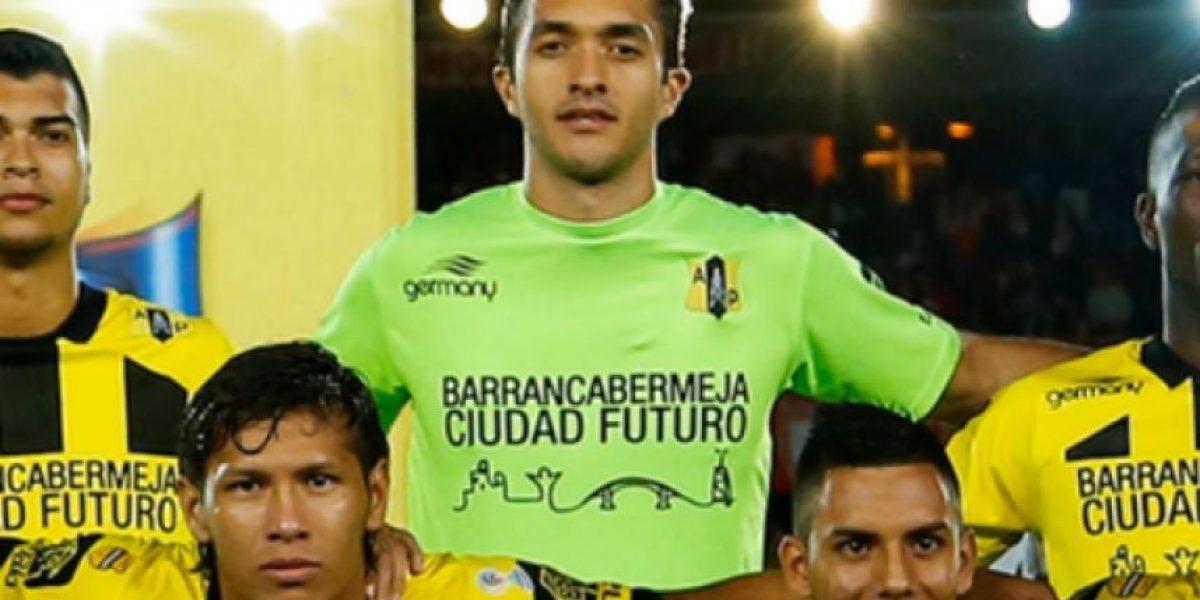 Portero guatemalteco da vuelta al mundo por su