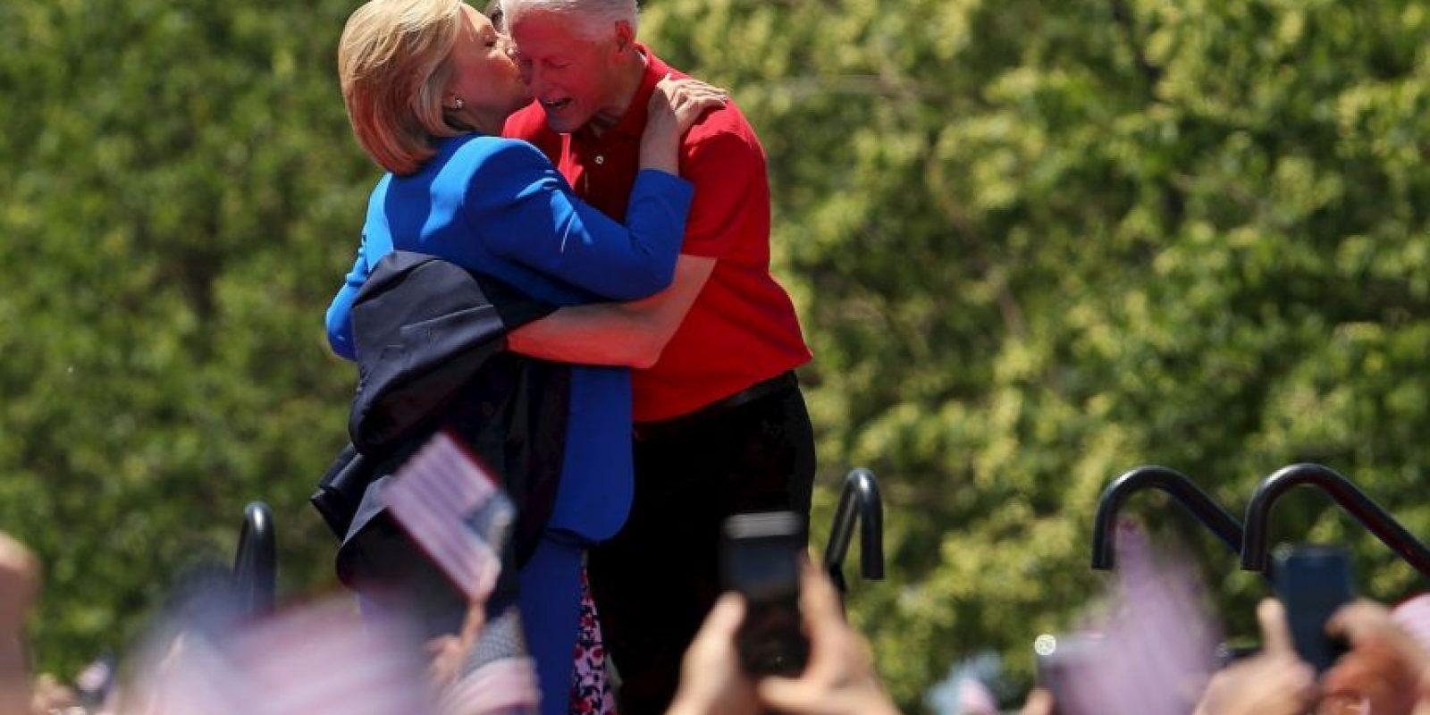 """7. Durante su mandato tuvo un escándalo por tener una """"relación inapropiada"""" con la becaria Mónica Lewinsky. Foto:Getty Images"""
