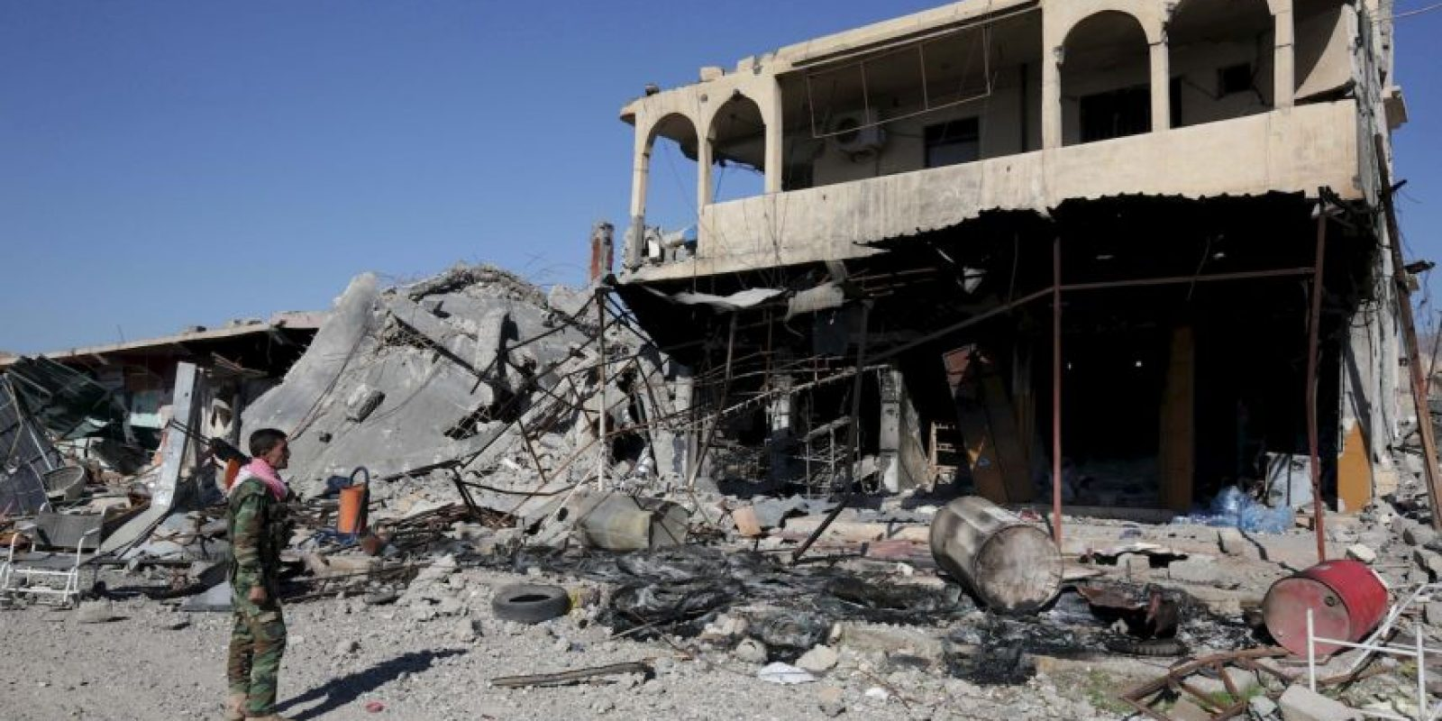 Las calles de Sinjar están vacías, sus casas deshabitadas y muchas de ellas convertidas en escombros. Foto:AP