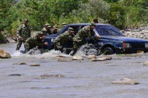 Tanto el presidente colombiano, Juan Manuel Santos, como Maduro, se reunieron para acordar una solución. Foto:AFP