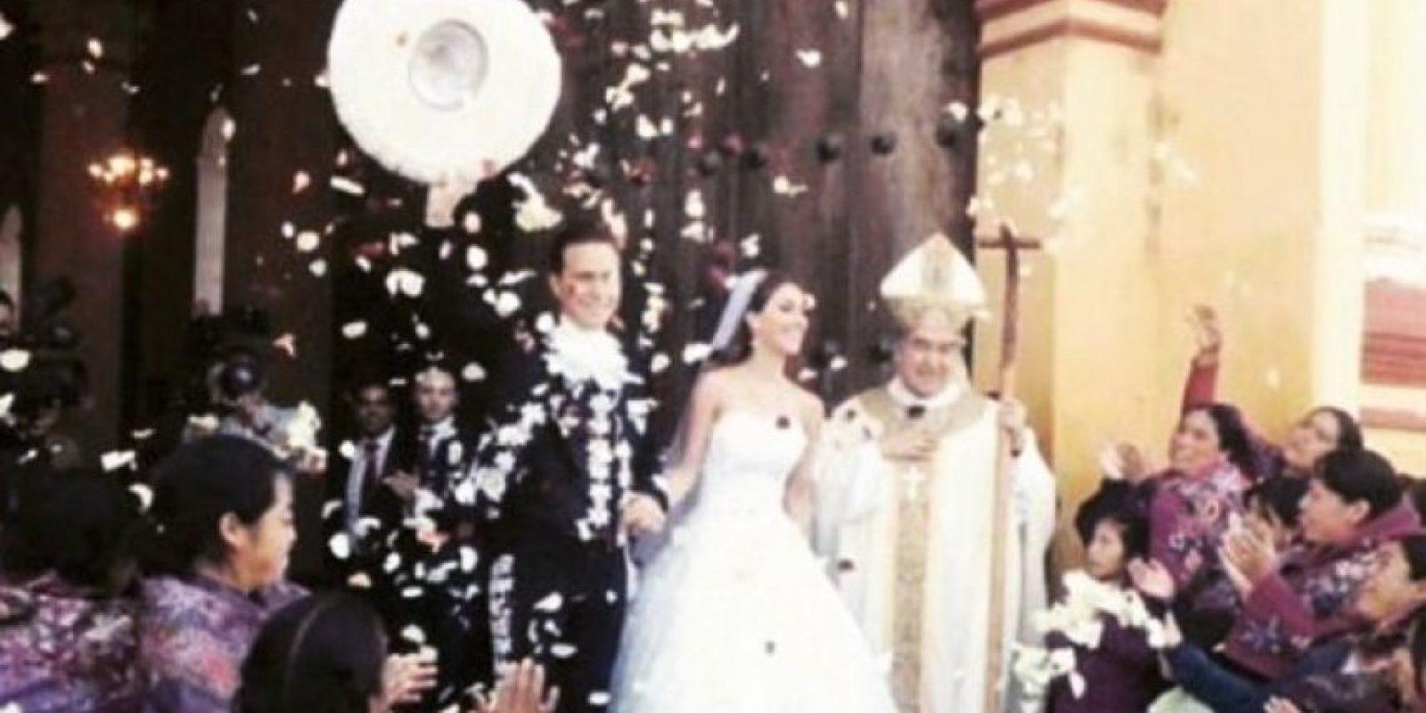 La pareja estuvo acompañada de sus padres. Foto:vía instagram.com/anahi