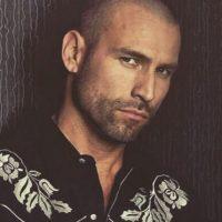 Inició su carrera como cantante en el popular grupo Garibaldi Foto:vía facebook.com/RafaAmayaNunez