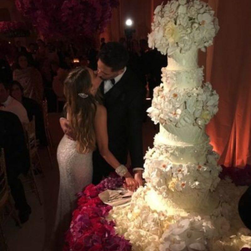 """Cerca de 400 invitados vieron a los enamorados darse el """"sí, acepto"""". Foto:vía instagram.com/sofiavergara"""