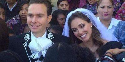 El enlace fue en la Catedral de San Cristóbal de las Casas en Chiapas, México. Foto:vía instagram.com/anahi