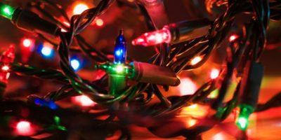 Pero la tradición de encender las luces en los meses de invierno no empezó por la estética. Foto:Wikicommons