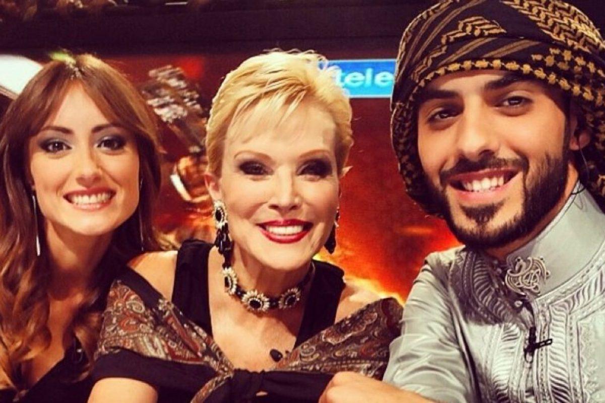 3. Omar con Raquel Ortega en la orilla izquierda. Foto:Vía Instagram/omarborkan