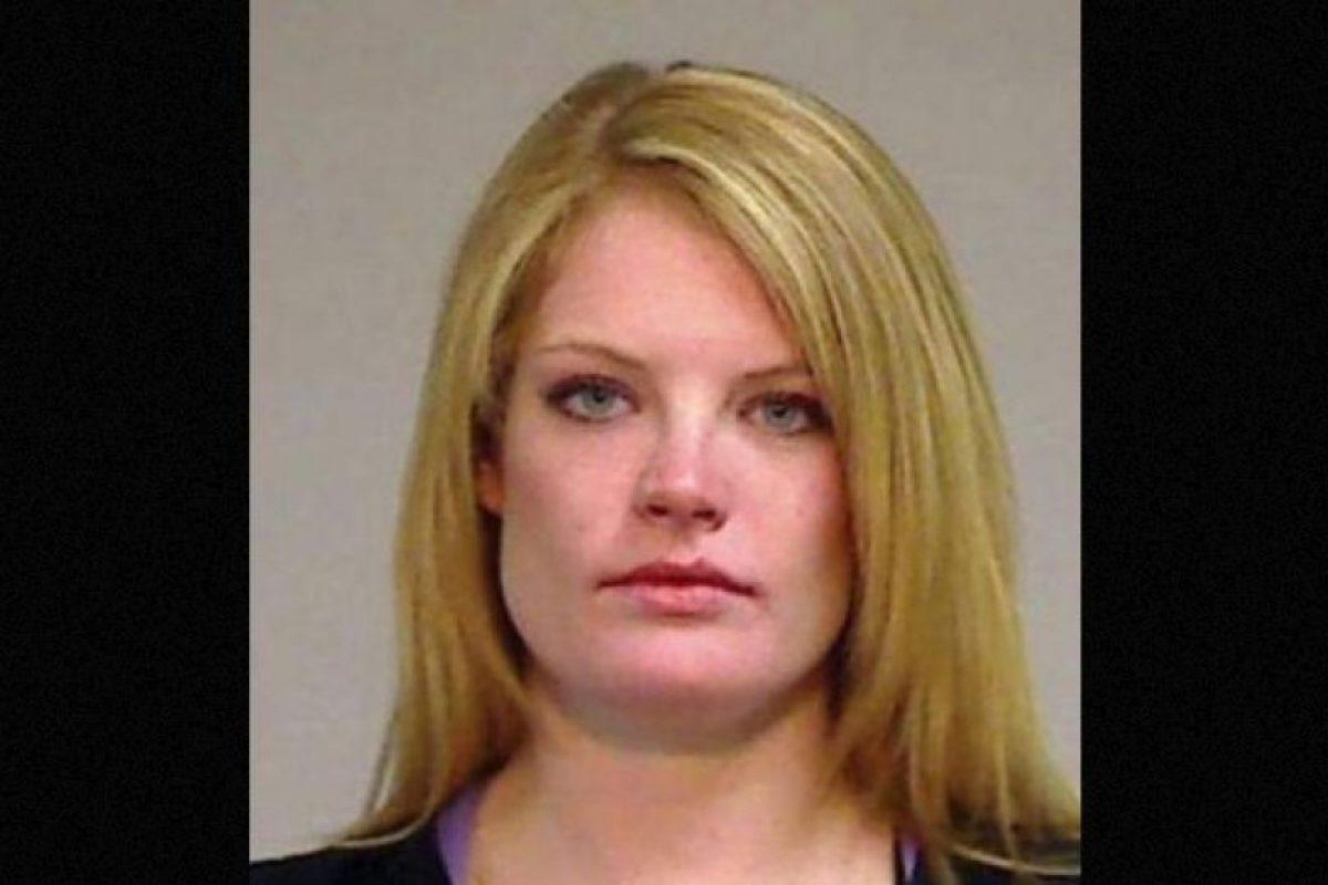 Lauren Redfern fue arrestada después de que la descubrieran teniendo relaciones sexuales con un alumno de 17 años de edad, en el baño de las maestras. Foto:Eagle County Sheriff's Office