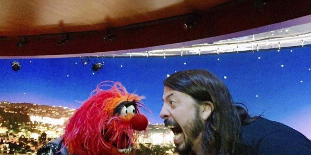 Miren el divertido duelo de batería entre Dave Grohl y