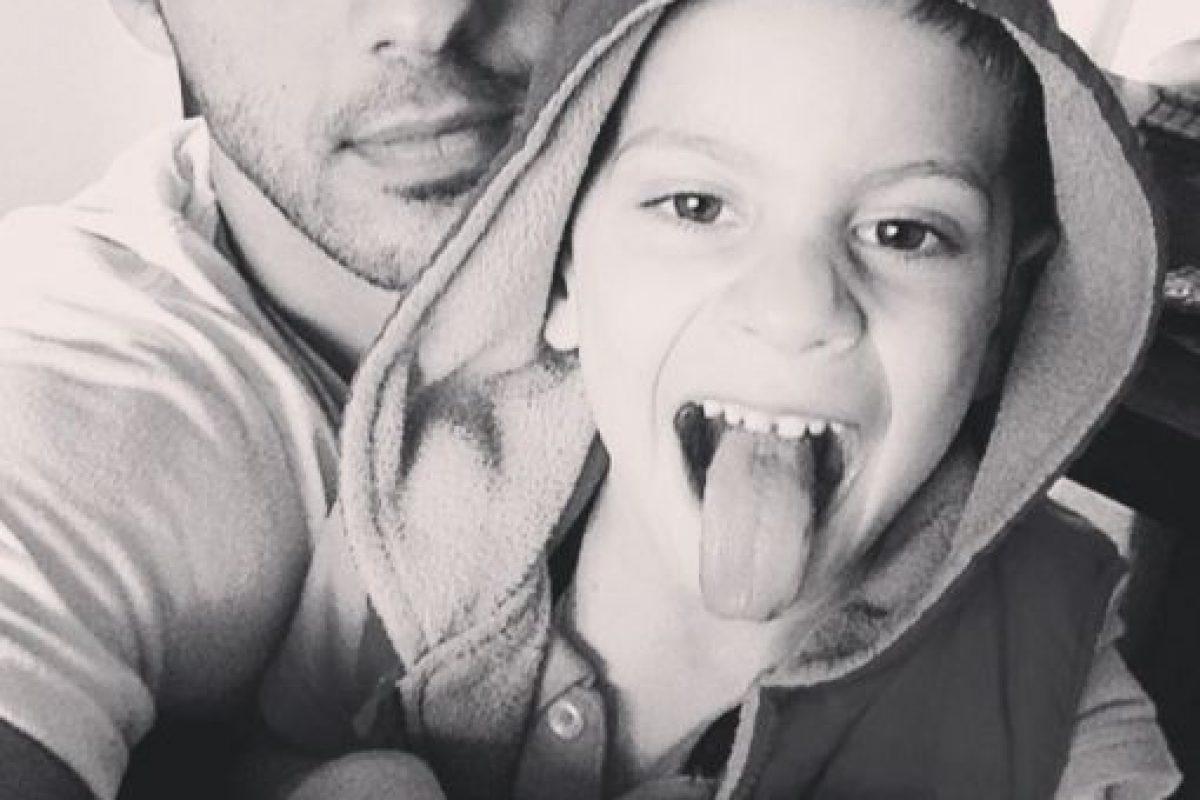 Y tiene un bebé llamado Adam. En la foto: Adam y Omar. Foto:Vía Instagram/@omarborkan