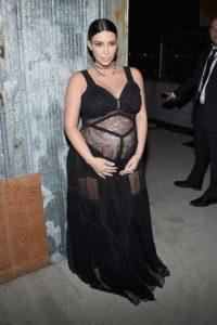 Pero encontró una forma de lucir su gran vientre. Foto:Getty Images