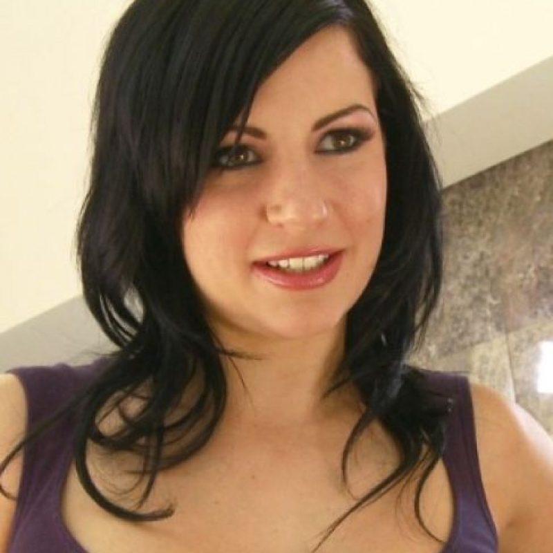 """""""En junio de 2011, durante la filmación de una cinta porno, fui abusada por James Deen. Me puse de pie, desorientada, con dolor de mandíbula, y antes de que pudiera reponerme, me agarró del cabello"""", relató al periódico The Daily Beast. Foto:vía twitter.com/torilux"""
