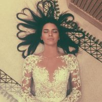1- Kendall Jenner con el cabello formando una corona de corazones. 3.2 millones de me gusta Foto:vía instagram.com/kendalljenner
