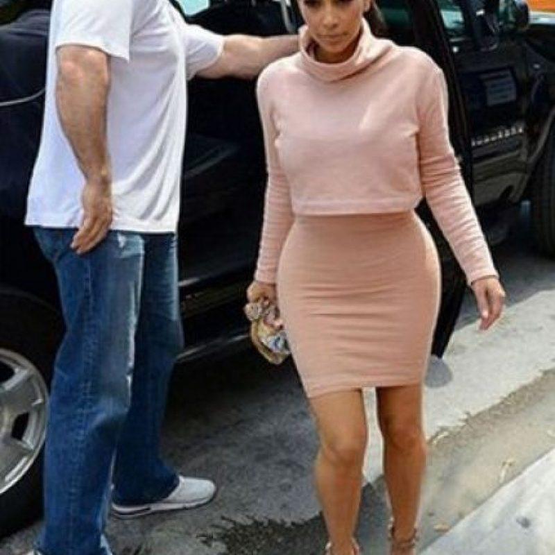 Esta foto tomada por los paparazzi muestra el cuerpo de Kim sin retoques. Foto:Grosby Group
