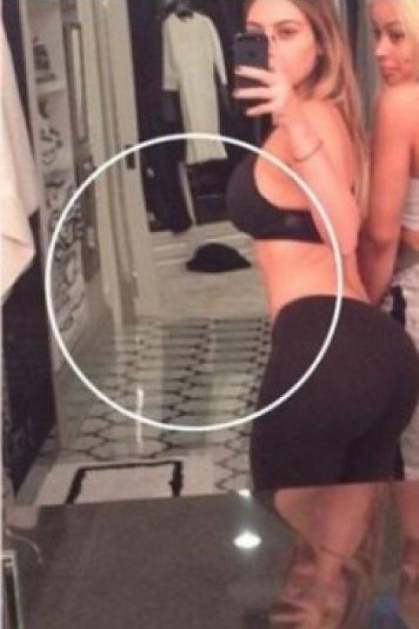 En una segunda fotografía aparece su atributo más envidiado. Foto:Instagram/kimkardashian