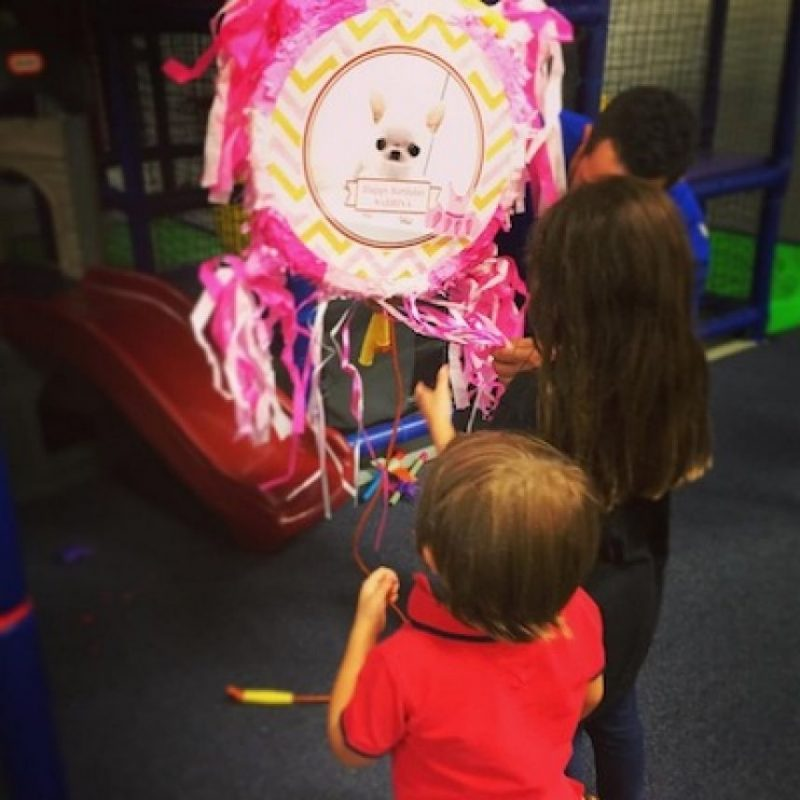 Las fiestas de cumpleaños de sus hijos Foto:Instagram/thalia