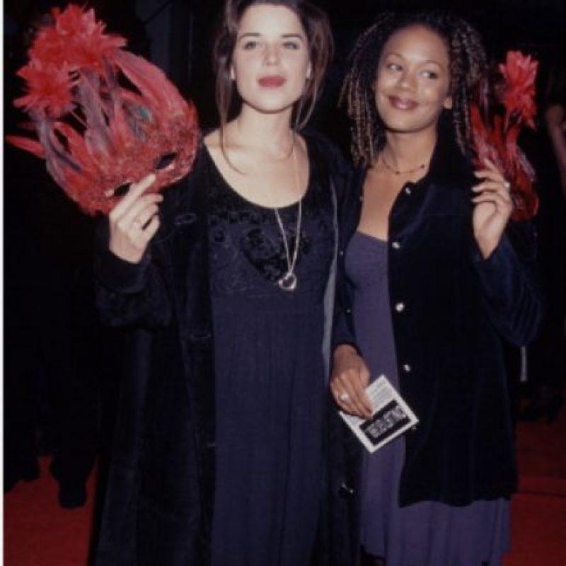 """Neve Campbell fue famosa por """"Jóvenes Brujas"""" y """"Scream"""". Foto:vía Getty Images"""