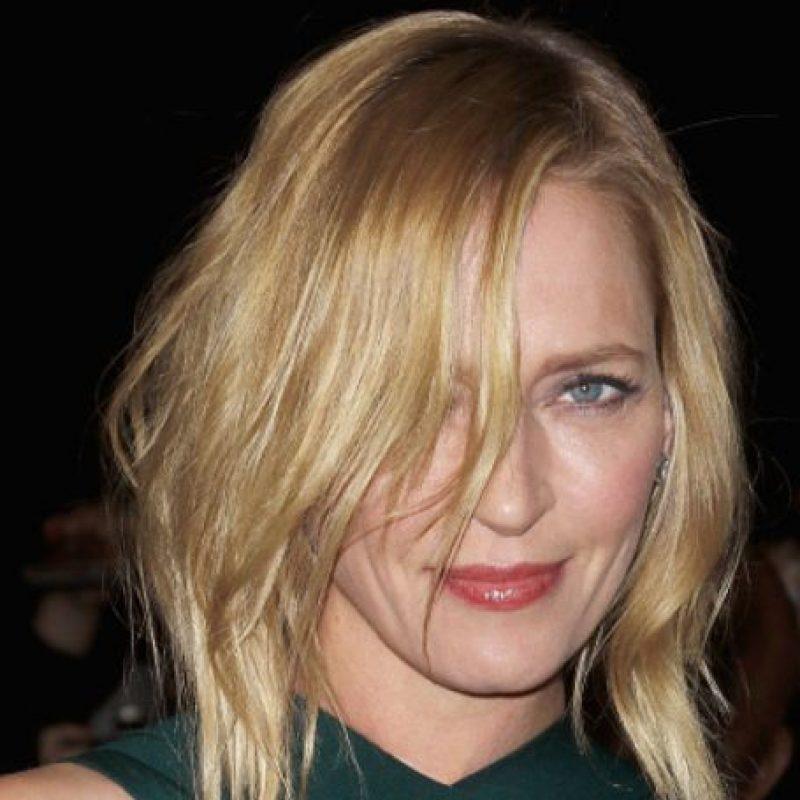 Sus rasgos se ven menos afilados con algo de maquillaje en los ojos. Foto:vía Getty Images