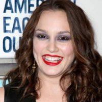 Leighton Meester se puso mucho maquillaje en ojos y boca. Foto:vía Getty Images
