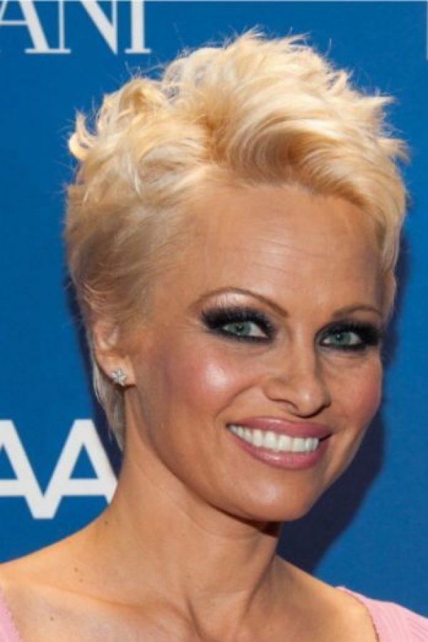 Con más maquillaje en los ojos y cejas más gruesas se ve mejor. Foto:vía Getty Images