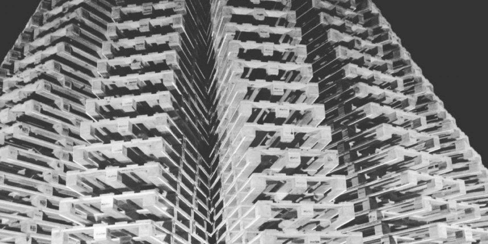 Se usaron 1200 estibas y 3 mil tornillos para construir este árbol, que pesa 28 mil kilogramos (aproximadamente 61200 libras). Foto:vía Instagram