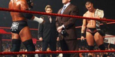 """4. Randy Orton. Vince McMahon le entregó el título y Triple H lo covenció de defenderlo contra él en No Mercy de 2007. """"El Asesino cerebral"""" le ganó el cetro Foto:WWE"""