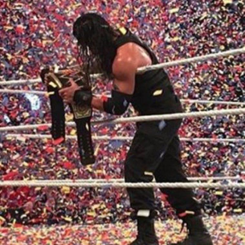 Ganó el título en Survivor Series y ese mismo día fue despojado por Sheamus Foto:WWE