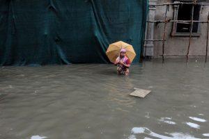 La gente busca refugio. Foto:AFP