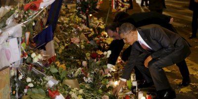 El presidente de Estados Unidos, Barack Obama, y el presidente de Francia, Francois Hollande, visitan Le Bataclan, teatro en el que murieron más de 80 personas por los atentados del 13 de noviembre. Foto:AFP