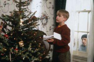 Este pequeño que fue olvidado por su familia durante las vacaciones navideñas. Foto:IMDB