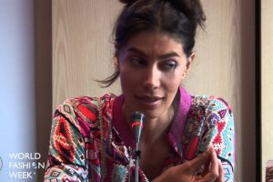 Estudió psicología clínica y ahora está en la alta sociedad parisina. Es respetada por lo que hace. Foto:vía Youtube